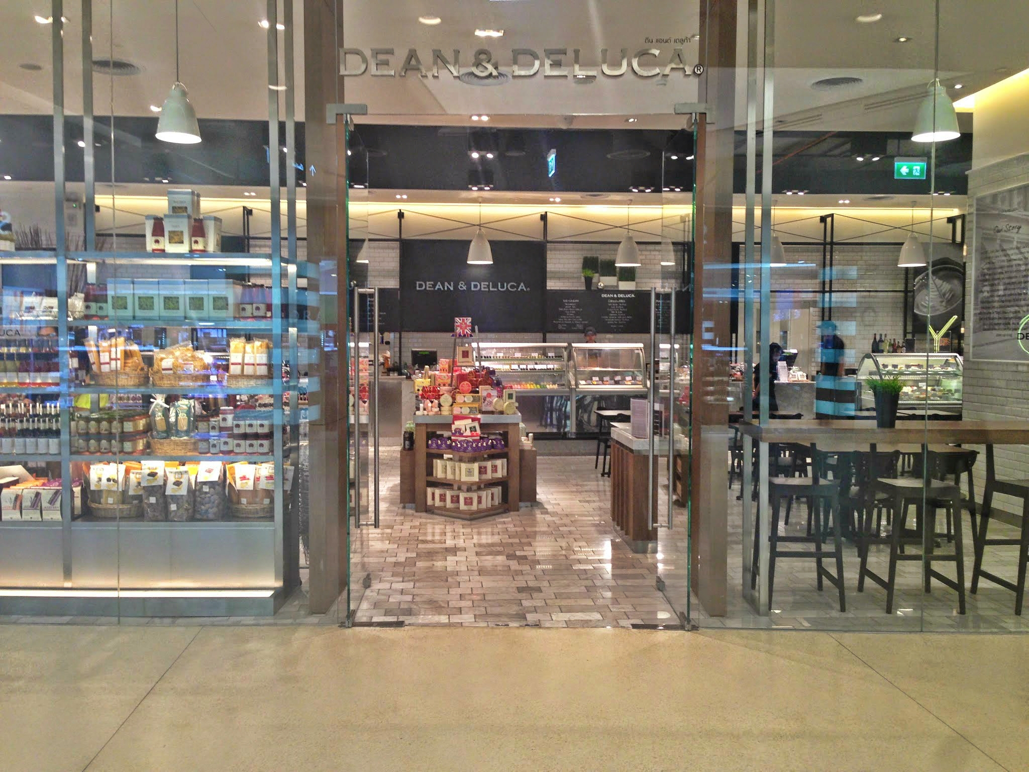 Image of entrance to Dean & Deluca at Central Embassy Bangkok