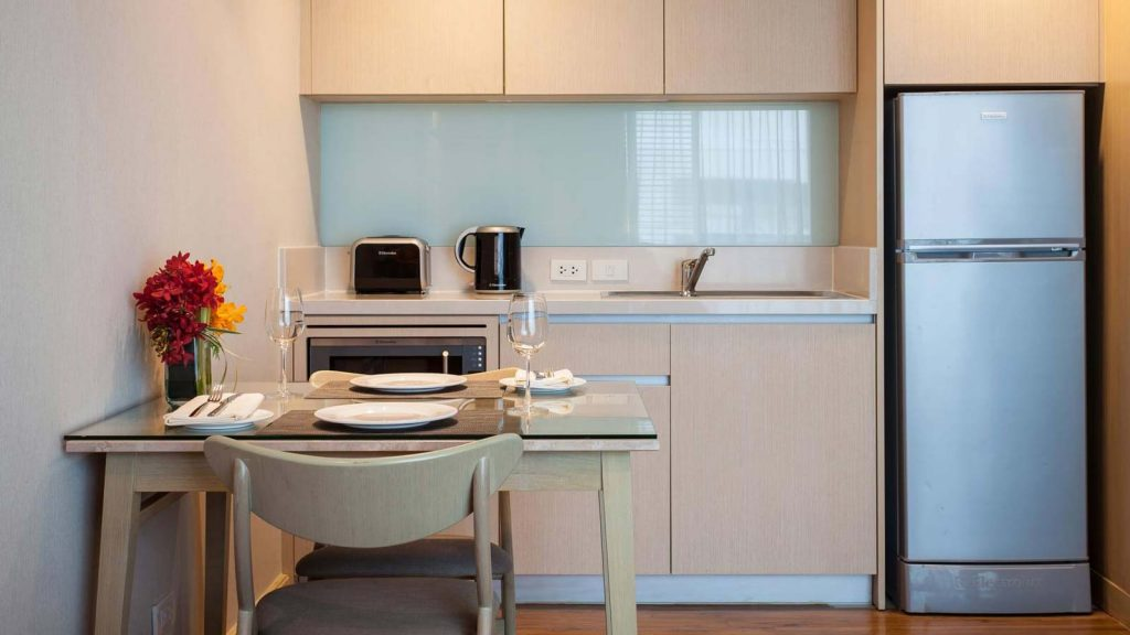 A fully-equipped kitchenette