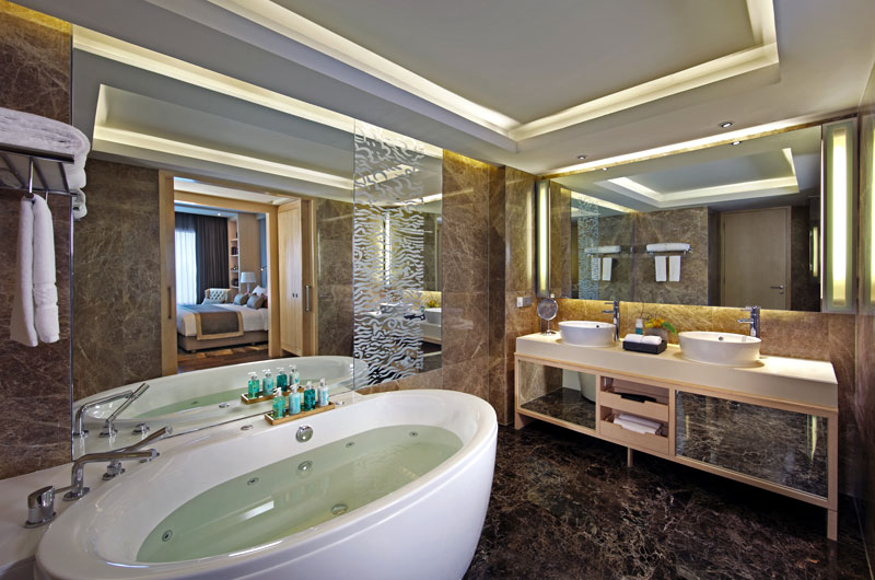 Luxurious bathroom of Executive Suite at Amari Watergate Bangkok