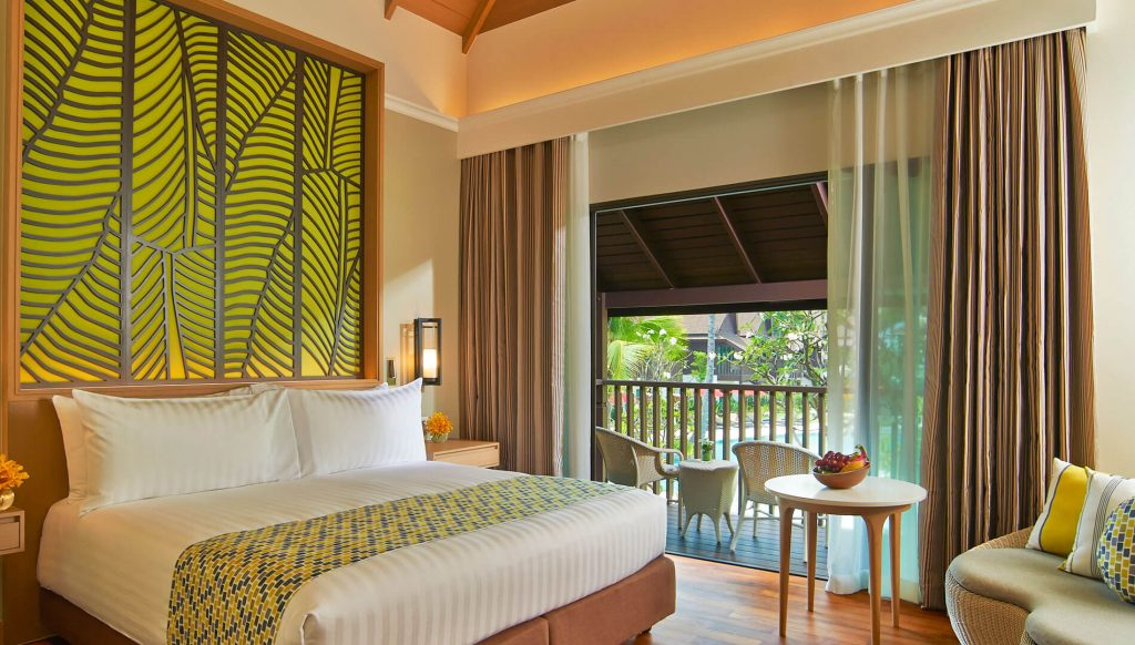 deluxe-pool-view-thai-village-king