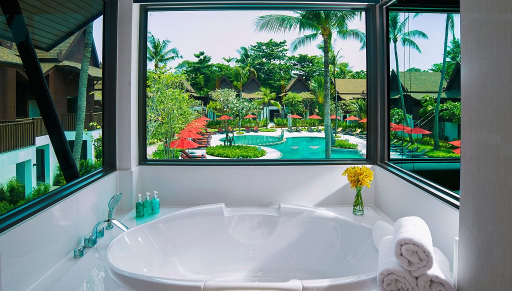 two-bedroom-family-suite-pool-view-thai-village-bathroom