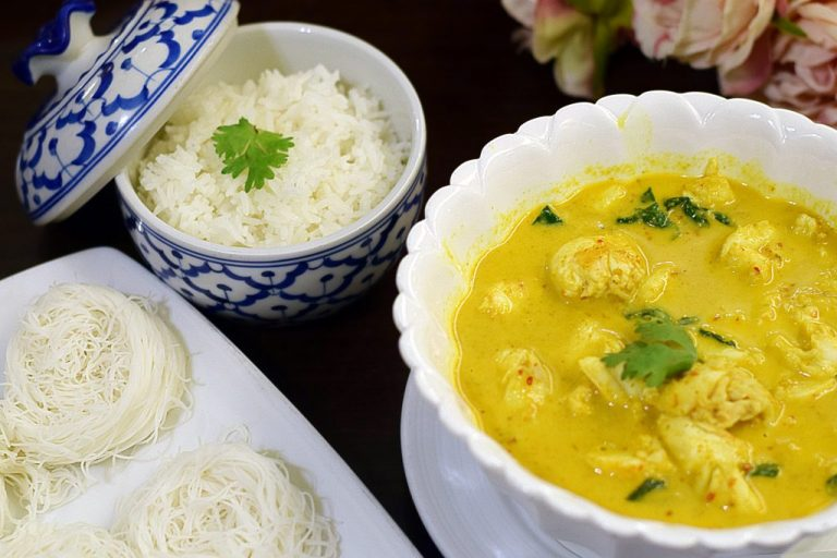 crabmeat yellow curry with rice vermicelli